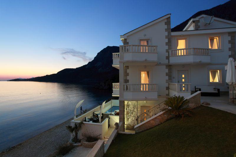 Дом у моря европа квартира в монако купить